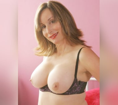 telephone rose cougar à gros seins
