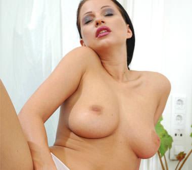 Sonia cougar femme mature au tel