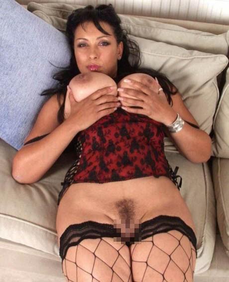 Femme mature sans culotte